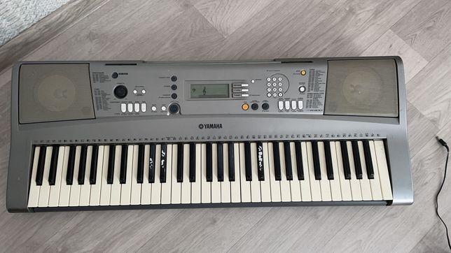 Синтезатор музыкальные инструменты Yamaha R300