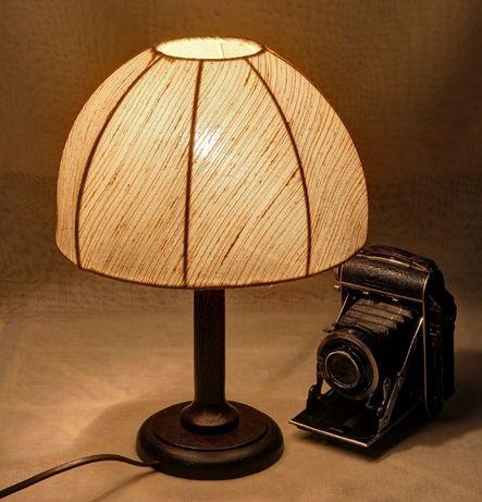 Veioză cu suport de lemn și abajur textil, înălțime 32 cm