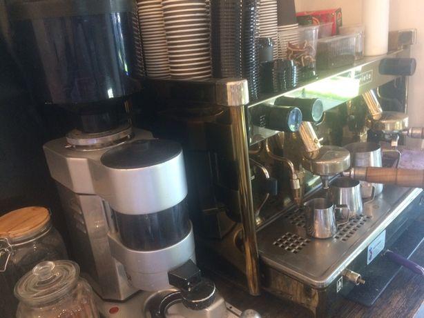 Продам срочно кофемашина и кофемолко