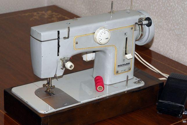Швейная машина Подольская-Мальва 120-33 класса. в отличном состоянии,