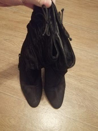 Продаю женские чёрные замшевые ботинки демисезонные размер 37. Gucci