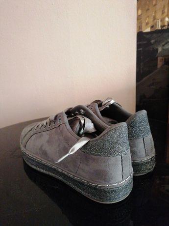 Дамски Обувки/сникърси/гуменки размер 37