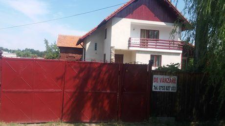 De vanzare casa de vacanta + teren