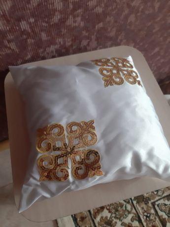 Продам памперсы ,подставка под ваноч принадлежности для обряда тай тай