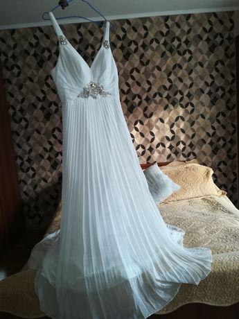 Свадебное платье и сапоги
