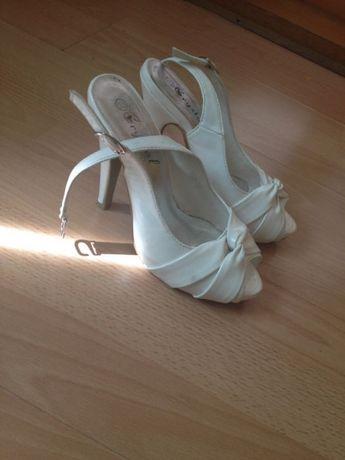 Sandale albe ca noi marimea 35