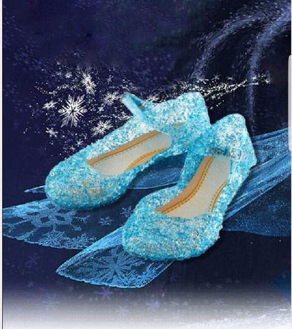 Блестящи обувки на Елза