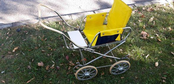 Стара детска количка за кукли