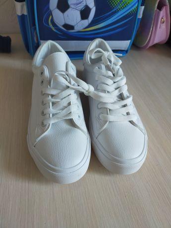 Кроссовки новые! Срочно