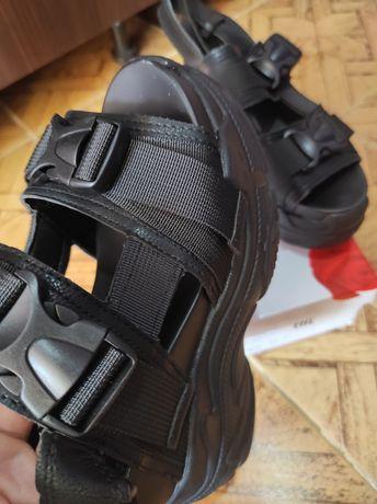 Спортивные сандали на плотформе