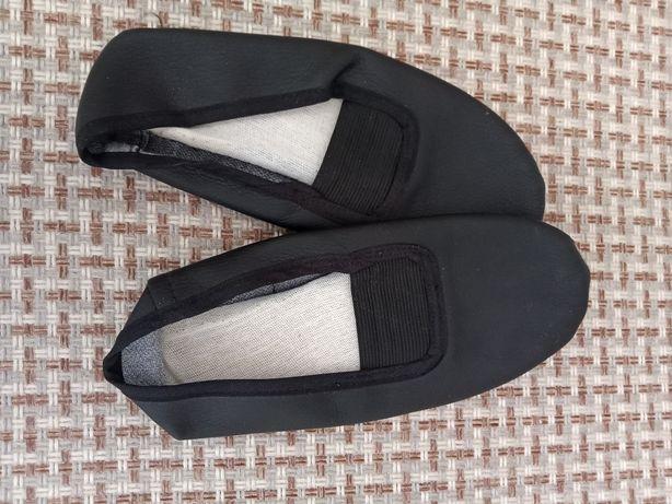 Чешки кожаные+ тканевые в подарок. 35-36 размер