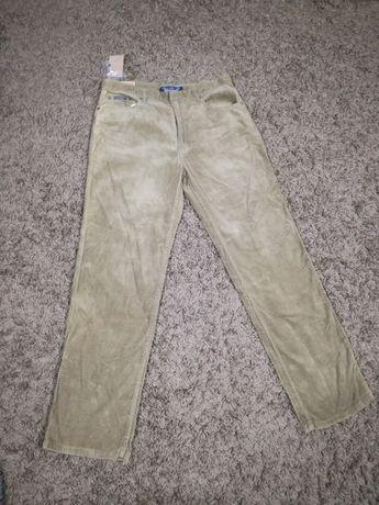 Vand pantaloni de catifea