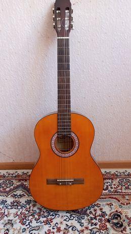 Продам гитару классическая