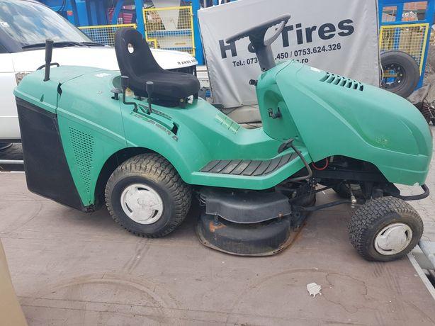 Tractor tuns iarbă cu colector