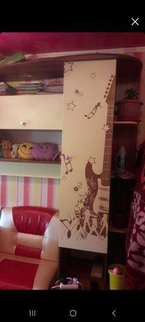 Детский гарнитур,гостиный стол