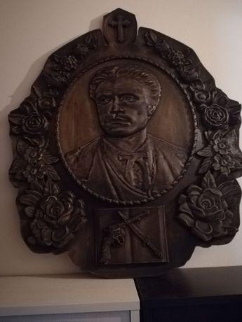 Уникална дърворезба с ликът на Апостолът Васил Левски
