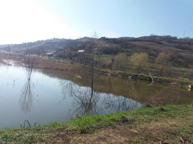Vand teren lac 11.451mp sau 30.000mp Santejude Vale, Taga