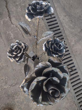 Кована роза от метал