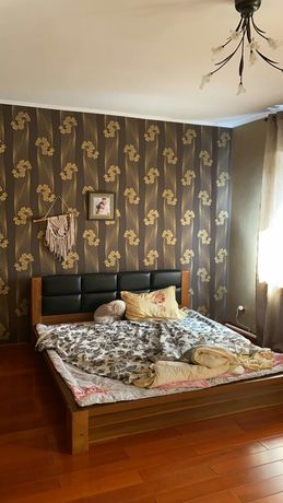 Двуспальная кровать, без матраса