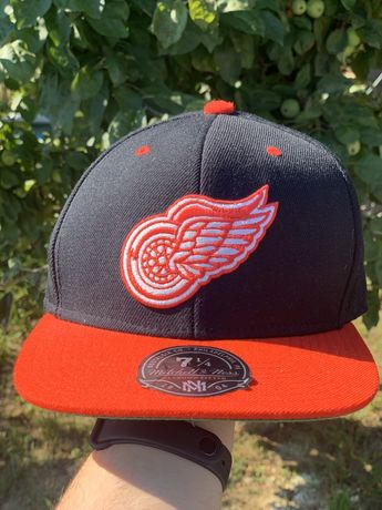 Sapca Detroit Red Wings NHL mitchell ness fullcap marimea 58 cm