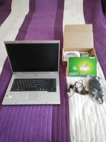 Fujitsu Siemens DEFECT cu o cameră portabilă