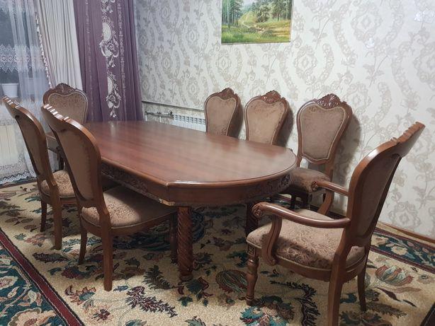 Продам стол с 7-ю стульями.