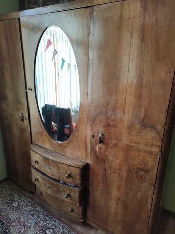 Старинен гардероб