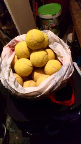 Vand mingi tenis de camp putin folosite