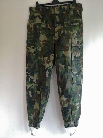 Pantaloni mozaic / camuflaj padure