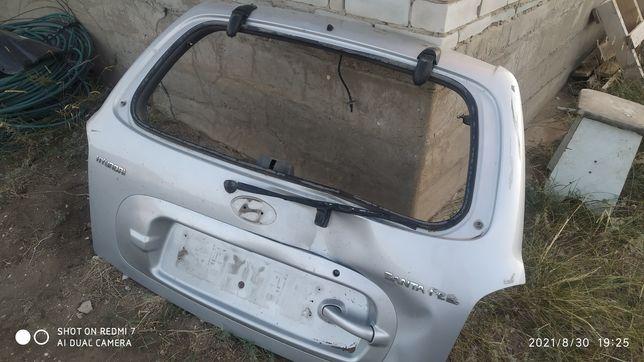 Крышка багажника от Хюндай Санта Фе 2001 года