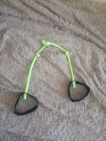 Эспандер, резиновый зелёного цвета
