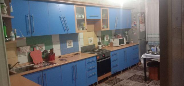 Продам кухонный гарнитур в отличном состоянии