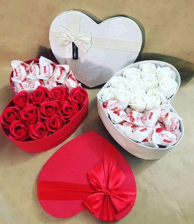 Кутия с рози вечни. Подарък за жена. Цветница .