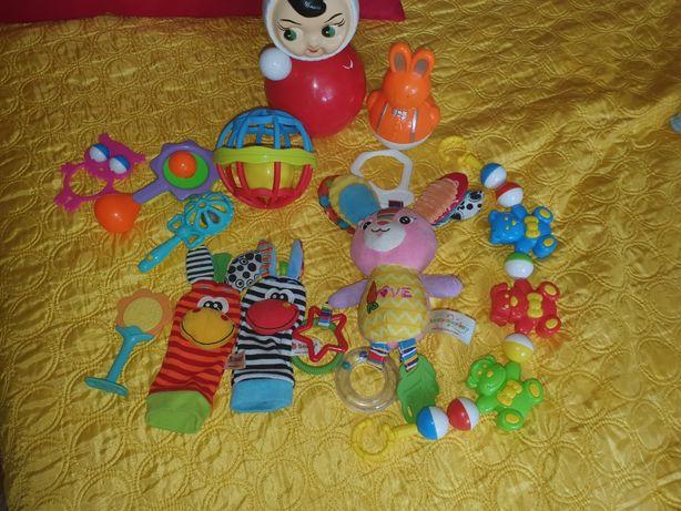 Продам игрушки. На фото не все игрушки.