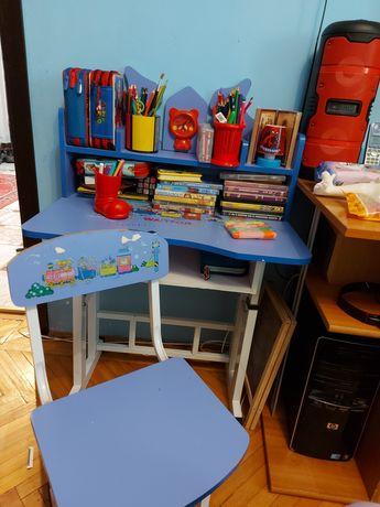 Vând birou cu scaunel