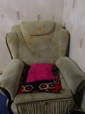 диван в гостинную комнату