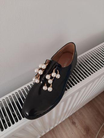Pantofi noi cu perle