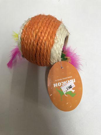 Игрушка когтеточка с перьями