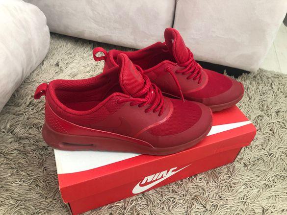 Червени маратонки Nike air max