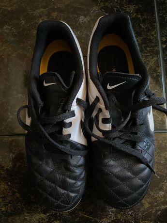 Nike Tiempo 33.5