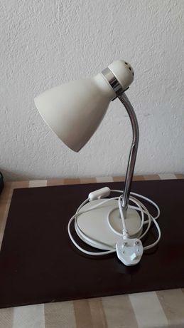 Настолна лампа бяла