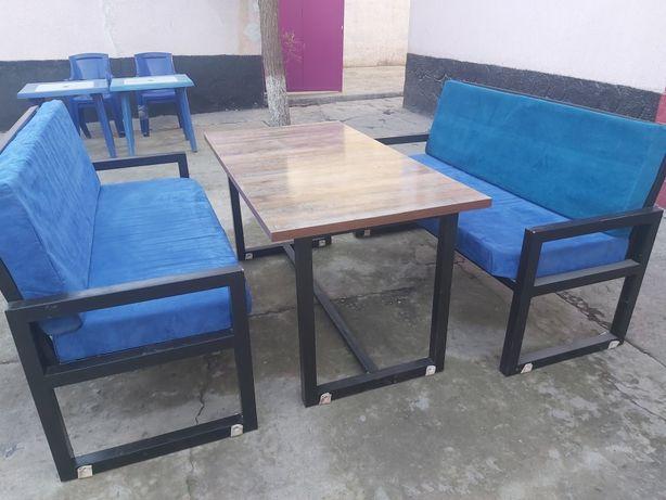 Продаётся кресло со столом для всего (кафе,клуб и др)