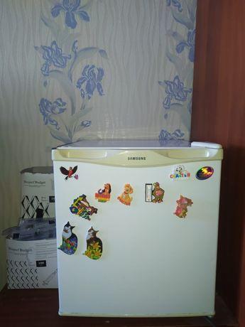 Продам мини-холодильник
