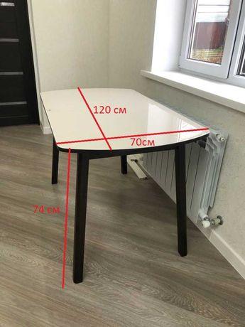 Стол прямоугольный, раздвижной, от 2 до 8 человек.