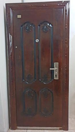 Входная дверь (наружная) б/у