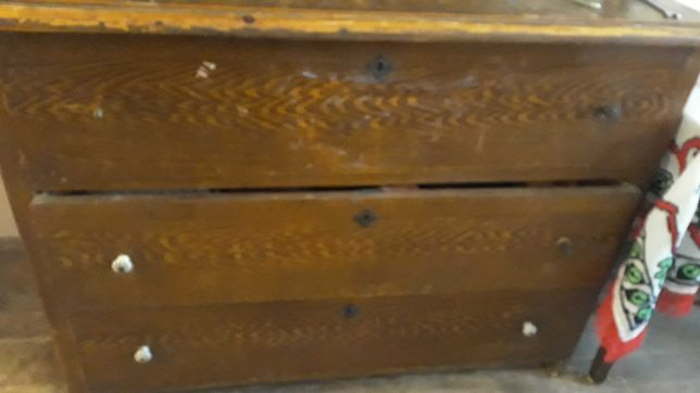 Mobila veche din lemn