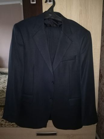 Продам мужские костюмы по 5000 ЕСТЬ КАSPI RED