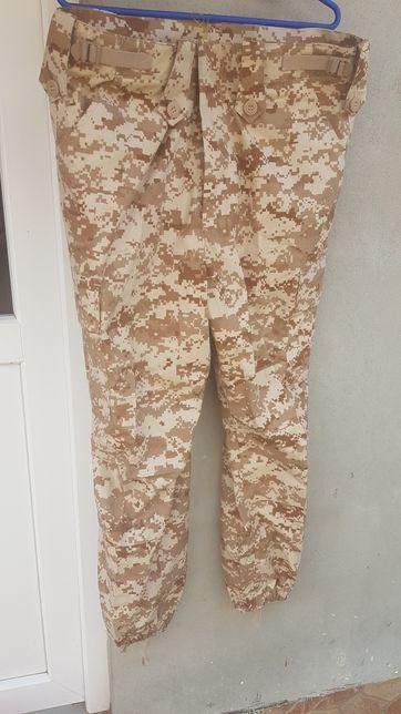 Pantaloni camuflaj noi