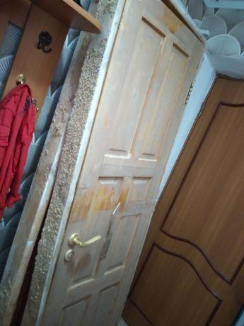 Двери деревянные в отличном состоянии в полном комплекте.