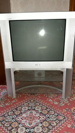 Телевизор SONI c подставкой